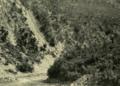 Il Fiume Passa Attraverso Dolci Colline Ricoperte Di Boschi Di Querce E Di Tuie