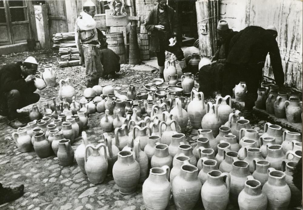 Berat - Mercato di utensili di argilla