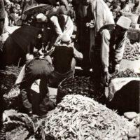 2 IL BAZAR DI TIRANA NEL 1940 IN UNA FOTO EDITA DA DISTAPTUR FONDO TAGLIARINI