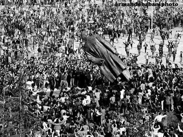 Caduta Della Statua Di Enver Hoxha