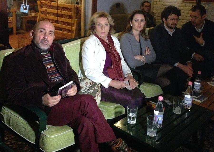 Alessandro Leogrande Con Amici Albanesi