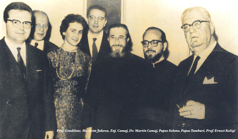 Ernest Koliqi e Martin Camaj tra familiari e amici