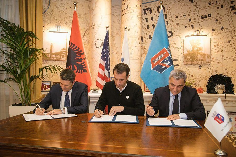 Sindaco Di Tirana, Erjon Veliaj, E La Coo Direttrice Dell'American Development Foundation (AADF), Martin Mata