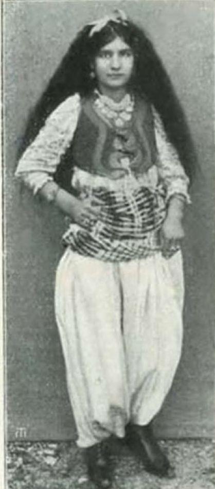 Fanciulla albanese di Mirdita, Albania