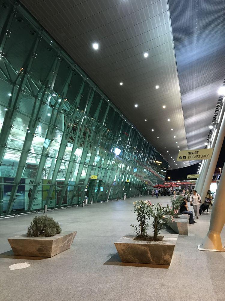 L'entrata del Aeroporto di Tirana
