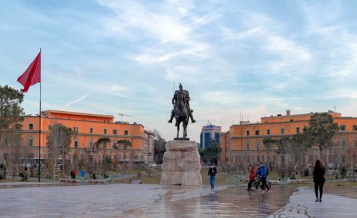 Tirana capitale albanese