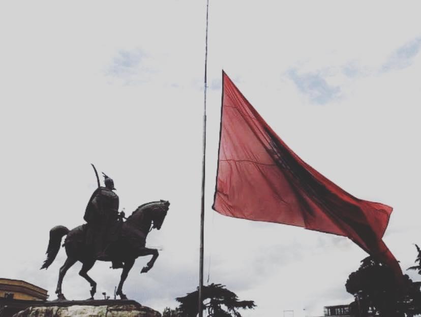 Indipendenza Albanese Terremoto Albania Tirana