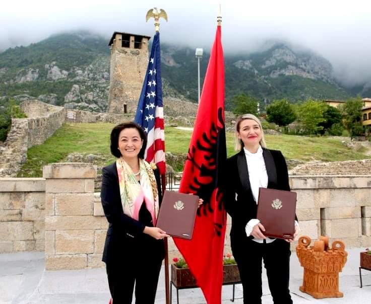 The American ambassador Yuri Kim and the Minister of Culture of Albania, Elva Margariti