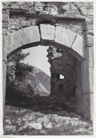 Alessio - Southern gate of the castle (photo by Studio Marubi)