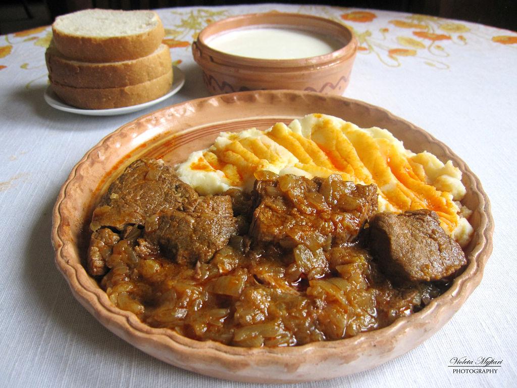 Lo Jahni Un Ottimo Piatto Tradizionale Albanese